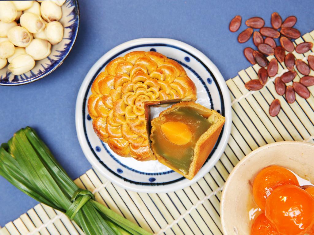Bánh trung thu Hana Patisserie lá dứa - hạt sen 1 trứng 150g